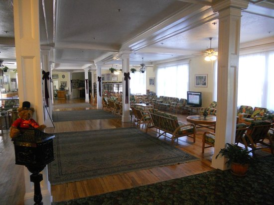 Kenilworth Lodge: lobby area