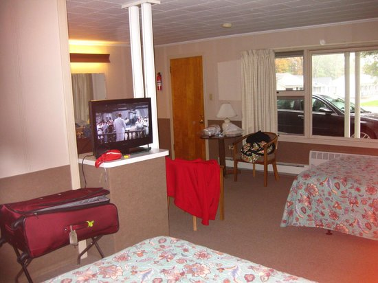 Another view of our large room, Mt. Coolidge Motel, Lincoln, NH