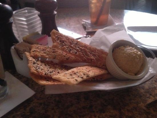 Max's Grille: crackers and hummus!