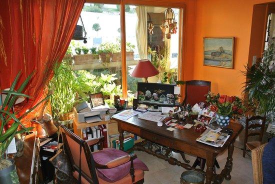 L'Ombre du Palais: Sabine's workstation
