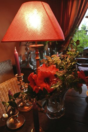 L'Ombre du Palais: Fresh flowers on the breakfast table