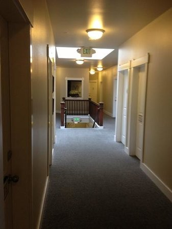 Port Angeles Downtown Hotel: the hallway
