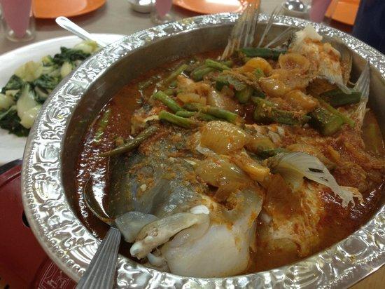 Sri Mahkota Seafood Restaurant: Curry Fish