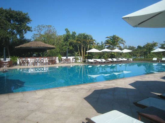 La Residence Hue Hotel & Spa: Huge, beautiful swimming pool