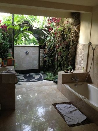 Alam Jiwa: spacious bathroom @jatayu room