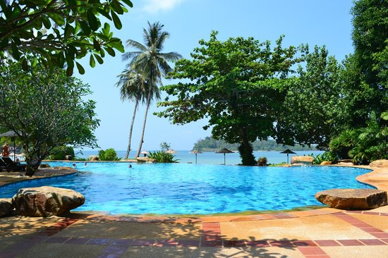 Sea View Resort & Spa Koh Chang: Lower pool by the beach