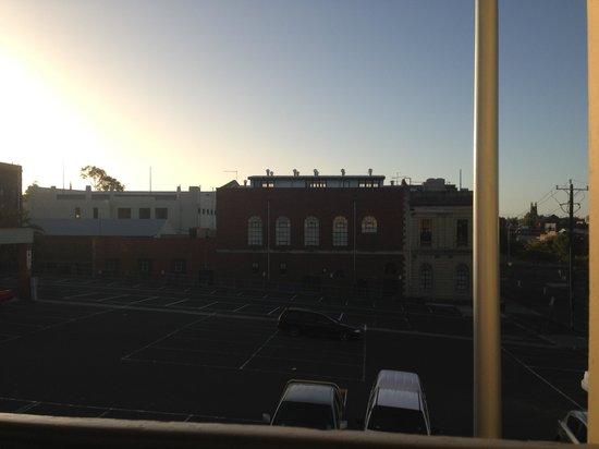 Nireeda Apartments : Outside view at sunset