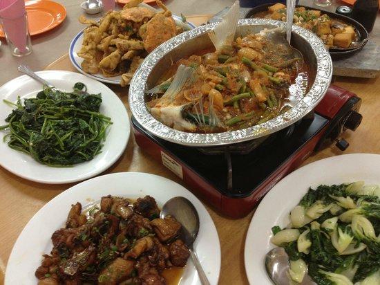 Sri Mahkota Seafood Restaurant: Dinner served