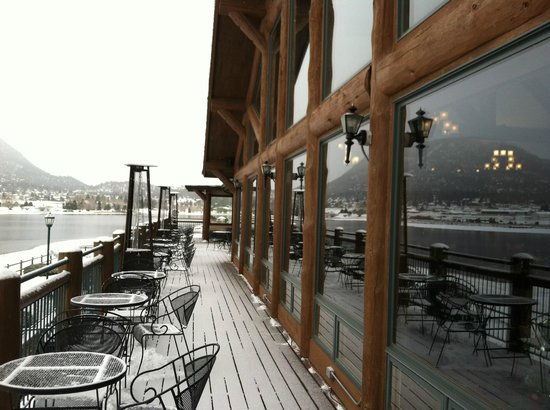 The Estes Park Resort: Deck for dining when it is not snowing.