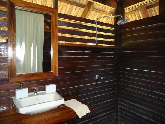 Buena Vista Surf Club: bathroom in tree-house