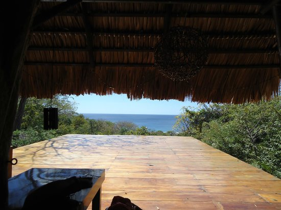 Buena Vista Surf Club: Main lodge during the day- sun/yoga deck