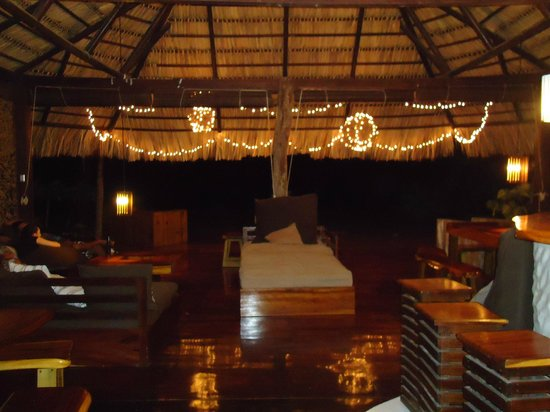 ‪‪Buena Vista Surf Club‬: Main Lodge at night- beautiful!