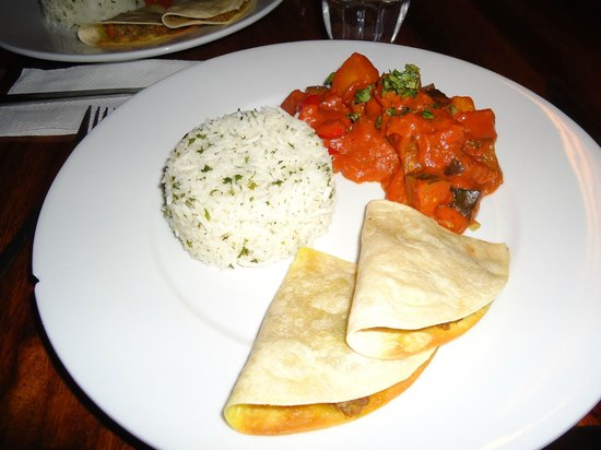 Buena Vista Surf Club: One of the many delicious, international meals