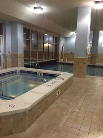 Drury Inn & Suites Denver Westminster: Hot tub and pool
