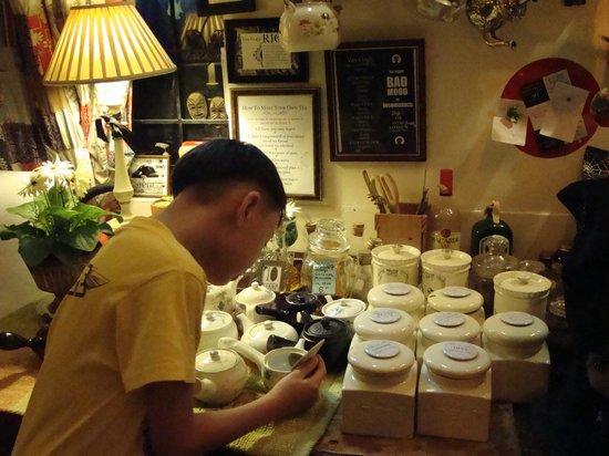 Van Gogh is Bipolar: Make-you-own-tea corner