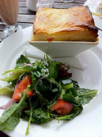 Manuka: Chicken pie