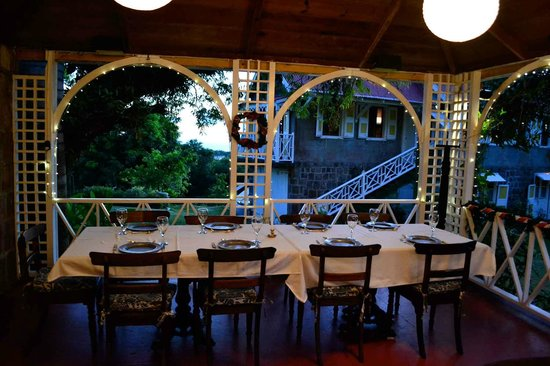The Hermitage Plantation Inn: the open air dining porch