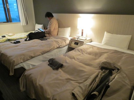 Hotel Vista Kamata Tokyo: Kind of crowded with three beds