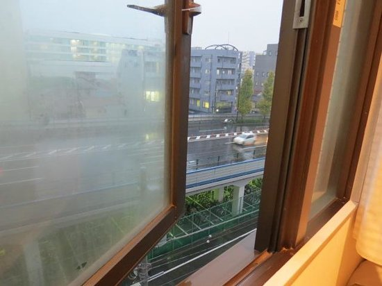 Hotel Vista Kamata Tokyo : can be noisy if window is opened