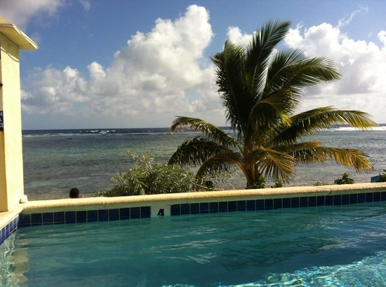 Bodden Town, Grand Cayman: The pool