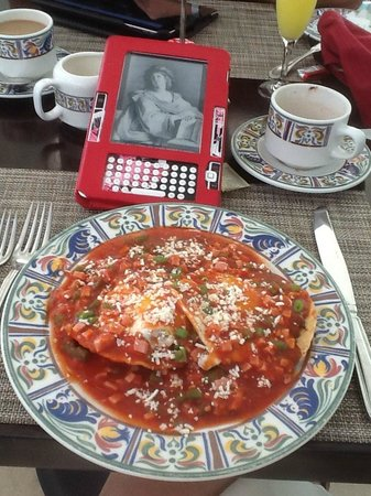 Sun Palace: Huevos Motulenos - made to order and very delicious