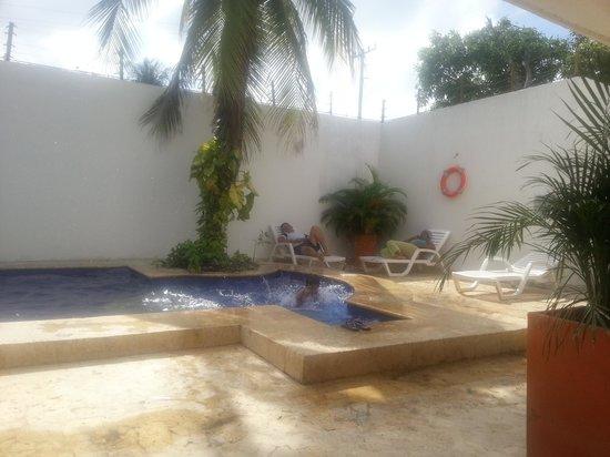 Hostal Arrecifes: Los niños pueden usar la piscina.