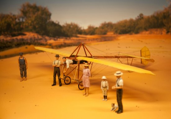 Hinkler Hall of Aviation : model of gliding at Mon Repos