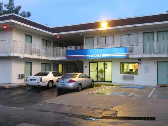 Motel 6 Dania Beach: Office