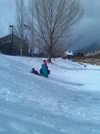 Sonesta ES Suites Flagstaff: Snow play area