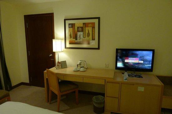 โรงแรมรีสอร์ท เกนติ้ง ไฮแลนด์: Big desk