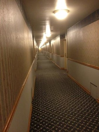 Sportsmen's Lodge Hotel: the infinite(ly) ugly corridor