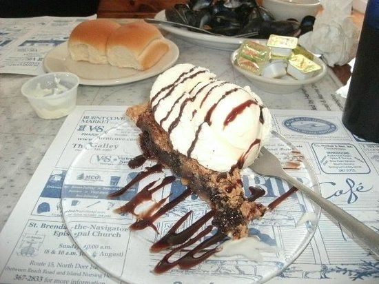 Harbor Cafe: Tollhouse Pie and ice cream