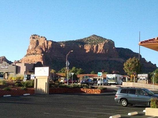 The Views Inn Sedona: 1 mountain from front