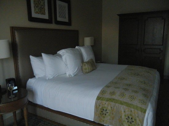 Ponte Vineyard Inn: Our room - King bed