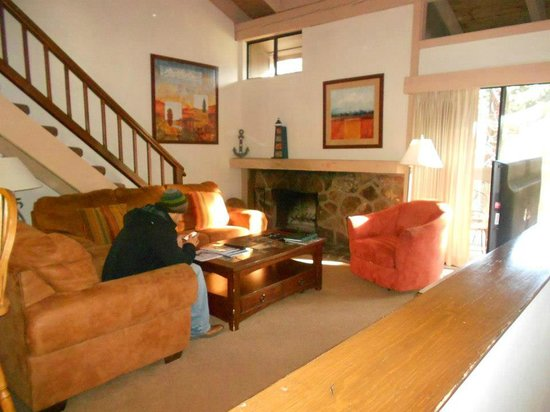 Aston Lakeland Village Beach & Mountain Resort: Living room; room 504
