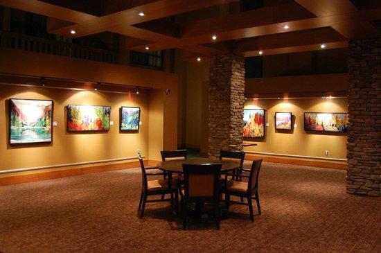 Sawridge Inn and Conference Centre Edmonton South : Gallery room in restaurant area