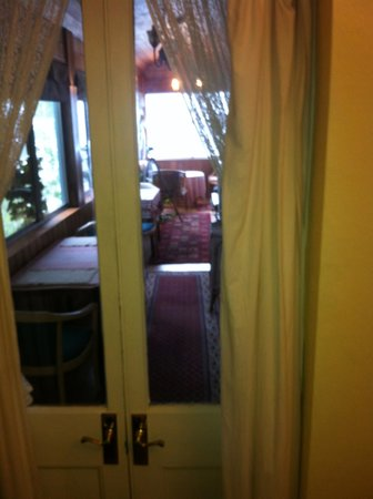 Jamison House & The Rooster Restaurant: View from room 1 to smoking/breakfast verandah