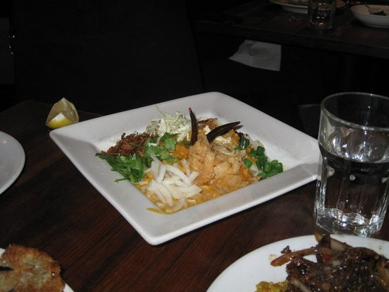 Burma Superstar Restaurant: flat noodles before mixing