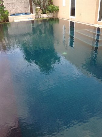 Grand West Sands Resort & Villas Phuket: Uncleaned pool