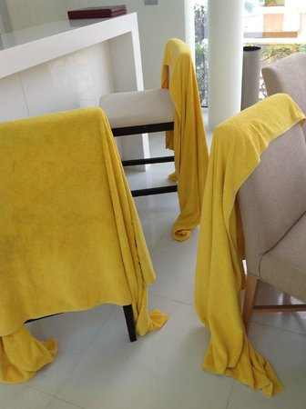 Centara Grand West Sands Resort & Villas Phuket: Unchanged beach towels every day