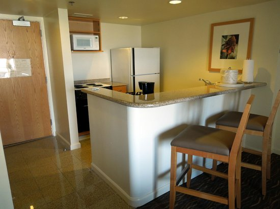 Ilikai Hotel & Luxury Suites: Kitchenette