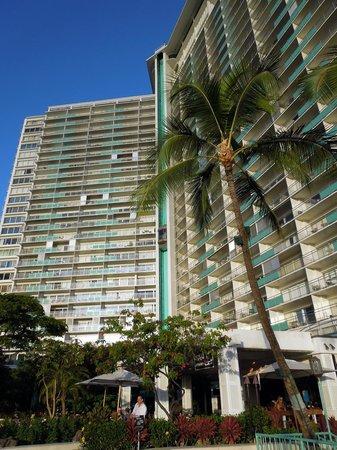 Ilikai Hotel & Luxury Suites: Ilikai exterior