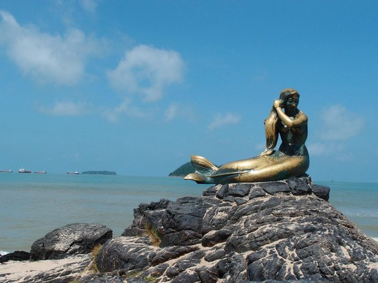 Golden Mermaid Statue