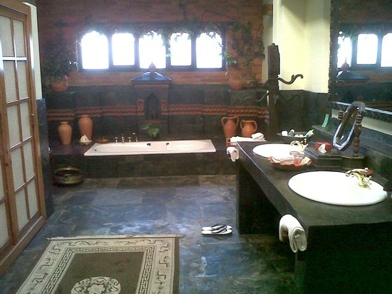 Dwarika's Hotel: Royal Suite - Bathroom