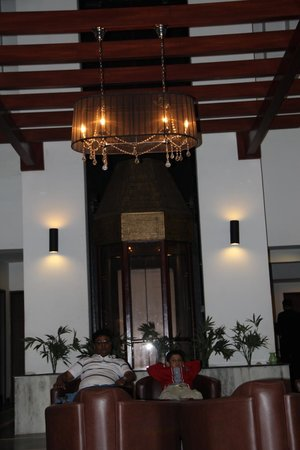 The Central Court Hotel: Central Court Lobby