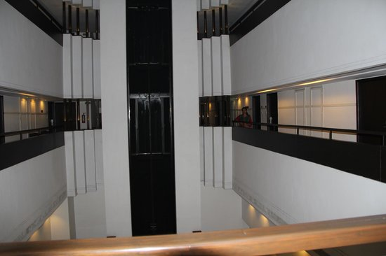 The Central Court Hotel: Cenral Court 1st floor