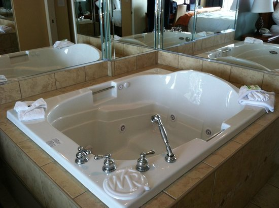 Westgate Myrtle Beach Oceanfront Resort: jacuzzi hottub in condo suite