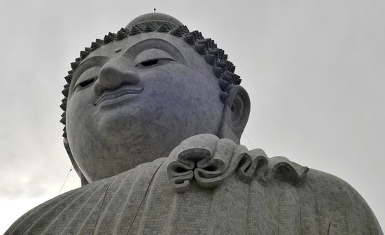 Patung Besar Budha Phuket: Up close