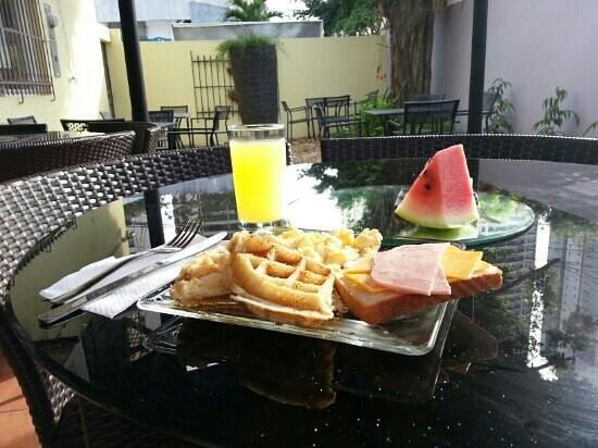 Lemon Inn Panama: Desayuno en el patio