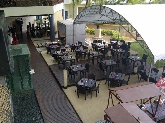 Swiss-Garden Beach Resort Kuantan: Breakfast area aka one of the restauants